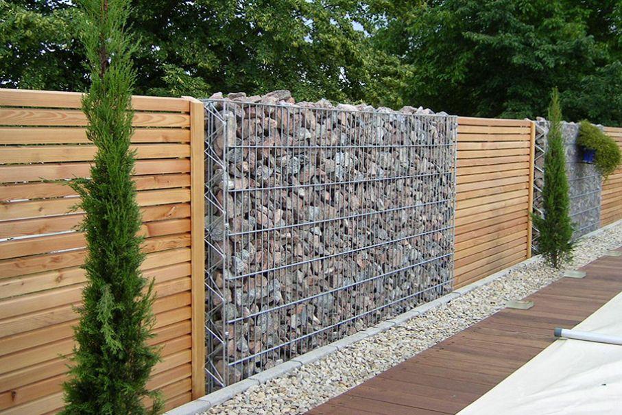 45 Muro en madera, alambre y piedra